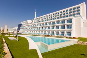 Grand Luxor Hotel + Terra Mítica
